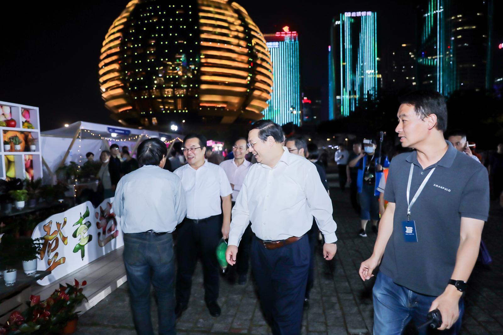杭州市领导逛登丰造集夜市
