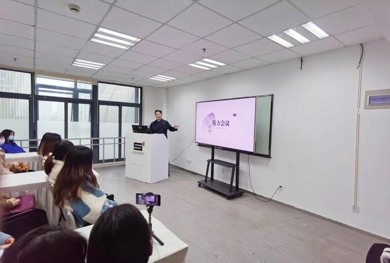 伍方研究院院长郭岭楠做公司介绍