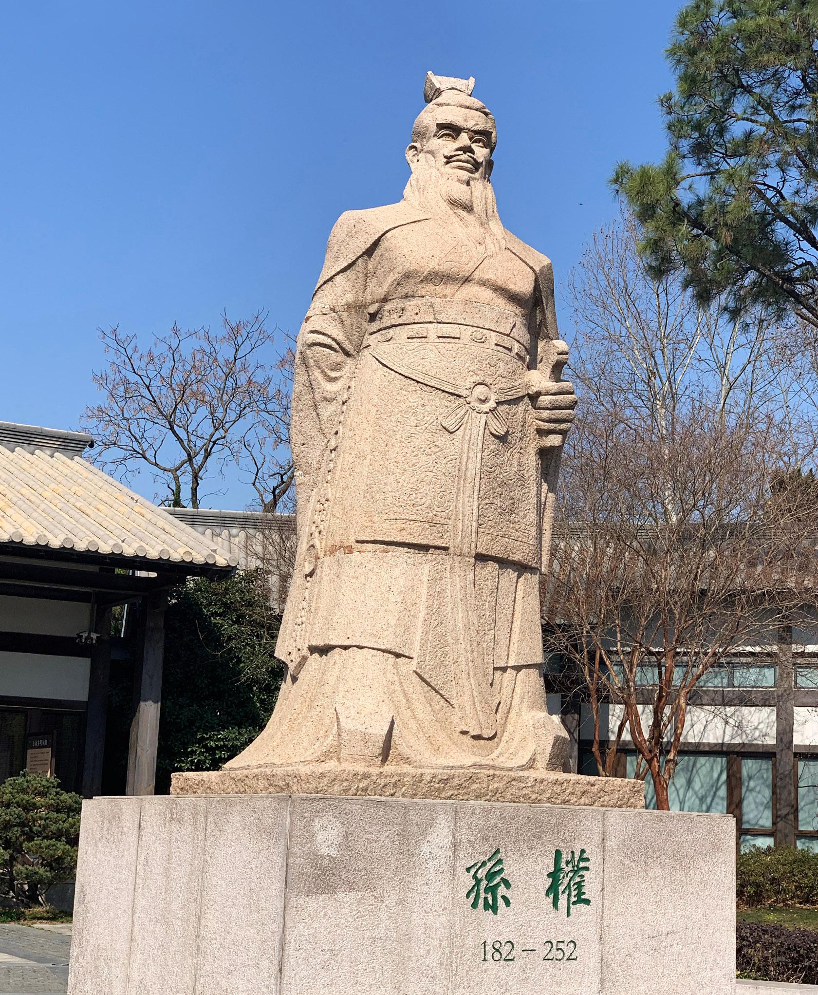 孙吴大帝塑像