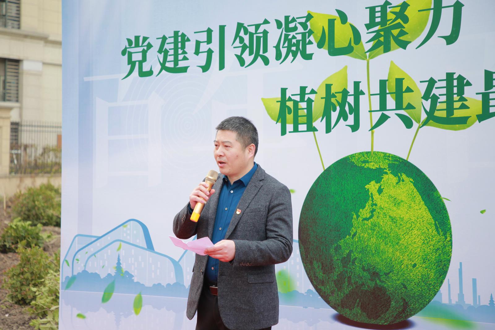 一社区党委书记、居委会主任来庆峰