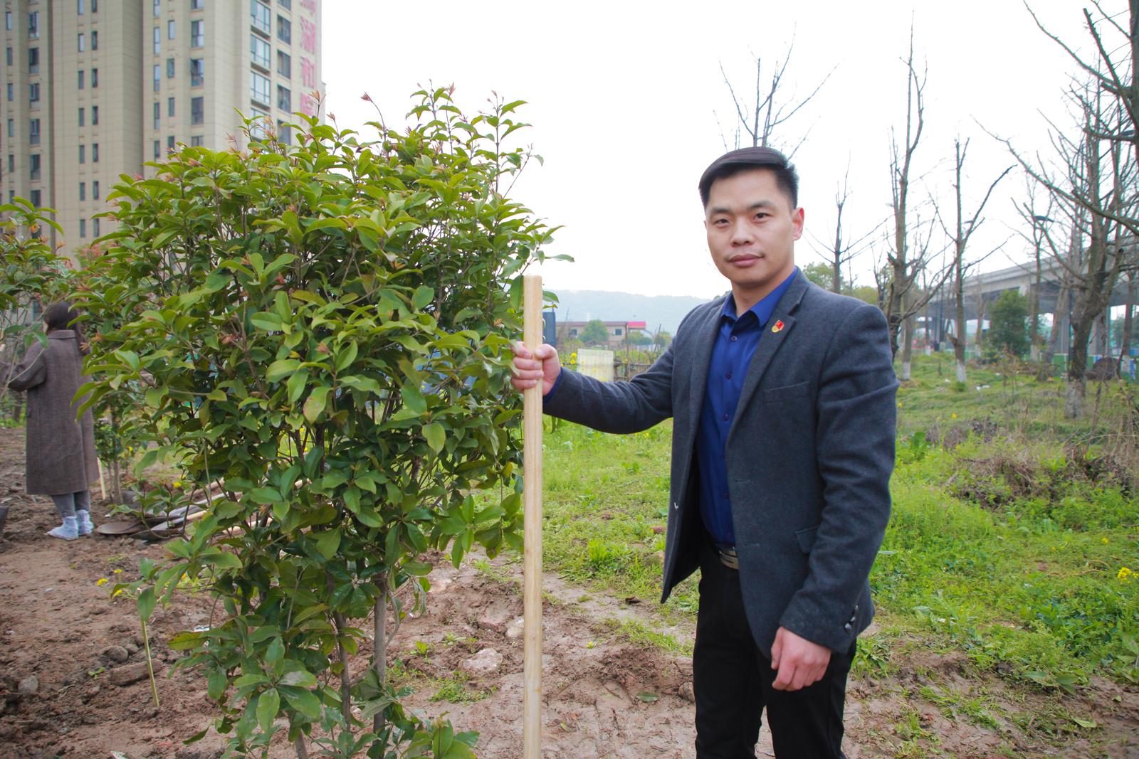 中共伍方会议党支部书记滕庆磊
