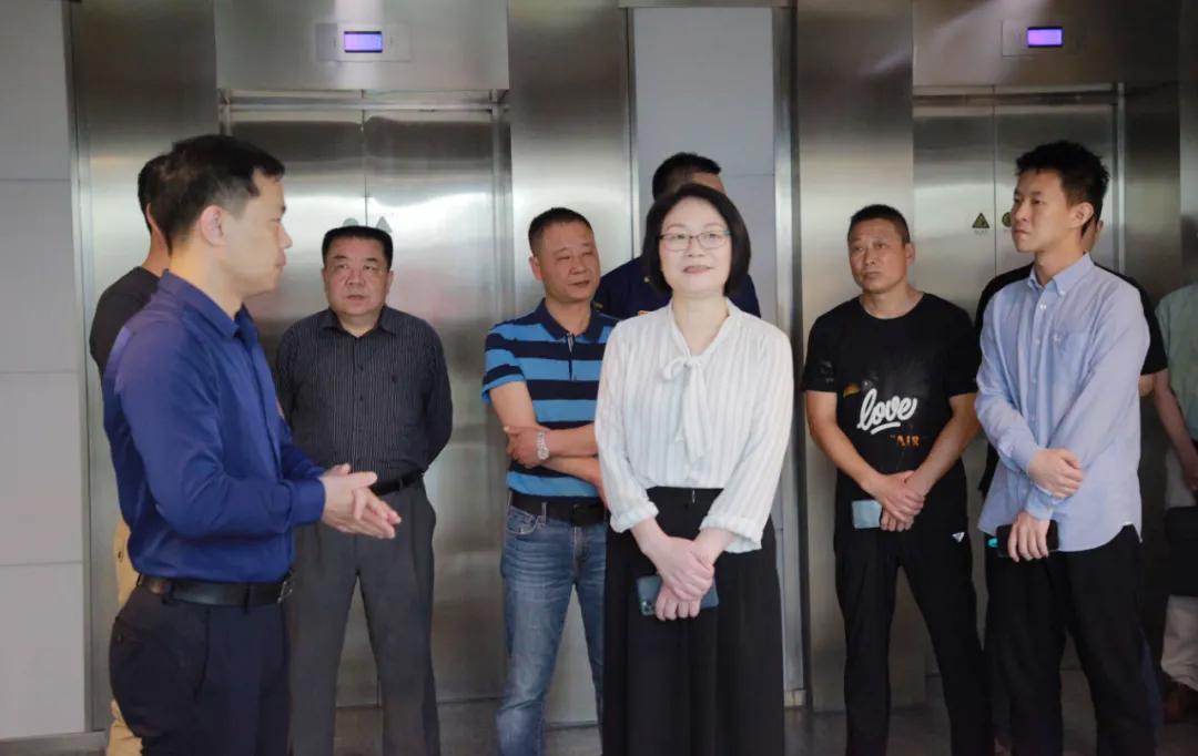 区政协主席王国珍指导工作